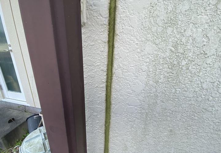 君津市西坂田にて屋根と外壁の塗装を検討し現地調査を実施、目地のシーリングに劣化が目立ちました