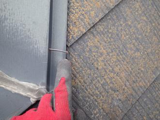 棟板金を固定している釘が浮いています