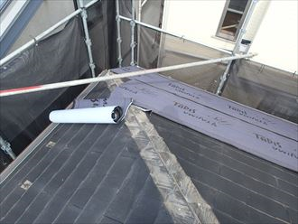 既存屋根材の上に新規屋根材の敷設