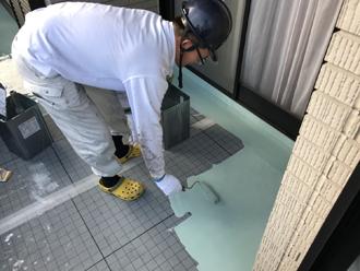 通気緩衝シートを設置後、ウレタン防水材で塗装
