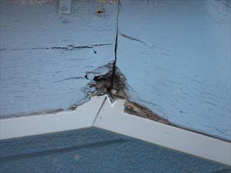 破風板の割れ補修