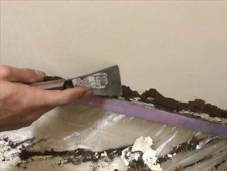 旧塗膜の剥がし作業