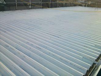 下塗り後の折板屋根