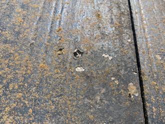 屋根塗膜の剥がれ