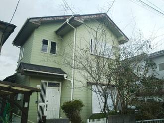 屋根塗装と破風板の塗装を検討している2階建て住宅
