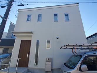 築8年、外壁塗装を検討し始めた邸宅