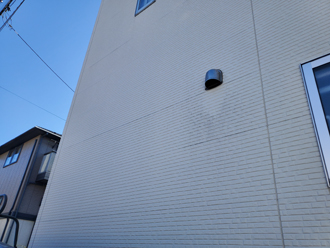 外壁の汚れは若干、目立ち始めていました
