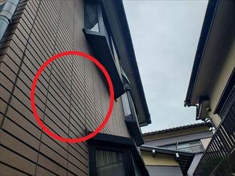 防水性の低下により苔が発生しているサイディング外壁