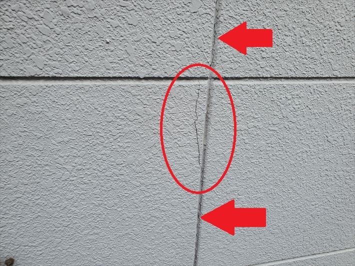ALC外壁にひび割れが発生しています