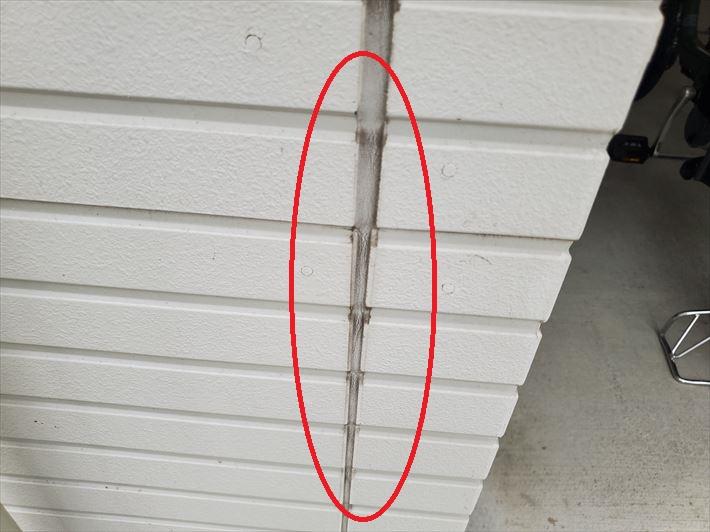 サイディング外壁のシーリングにひび割れ