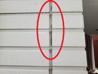 市川市相之川にてシーリングのひび割れや剥離が発生しているサイディング外壁の調査