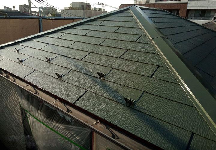 サーモアイ4F クールボローニャグリーンで塗装したスレート屋根