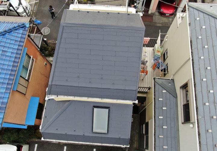 サーモアイ4F(クールディープグレー)で屋根塗装後、ドローンを飛ばし撮影