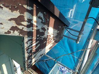 塗膜が剥がれた破風板