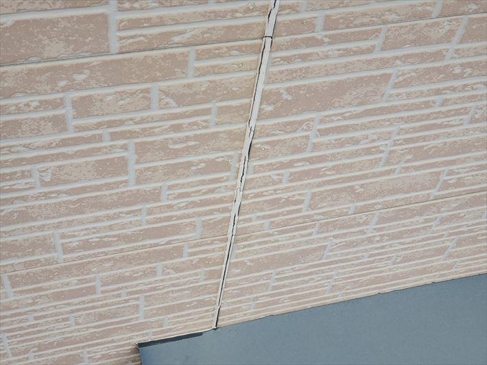 シーリング材、コーキング材のひび割れは雨漏りに繋がります