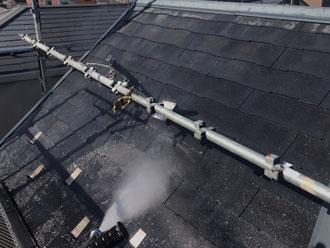 高圧洗浄で屋根の塗膜や汚れを除去
