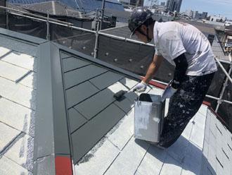 サーモアイ4F クールボローニャグリーンで屋根塗装 中塗り