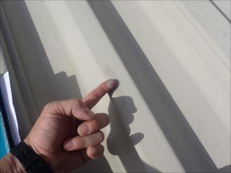 チョーキング現象が発生した折板屋根
