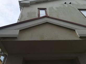 外壁には汚れが目立ちます