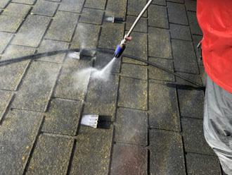 藻やカビ、旧塗膜を高圧洗浄で除去