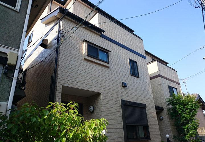 UVプロテクトクリヤーでの外壁塗装が完工したサイディング外壁住宅