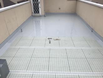 緩衝シート設置・ジョイント処理後、ウレタン塗膜防水材を塗装