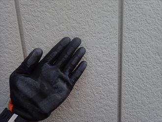 千葉市緑区中西町で行った金属サイディング外壁調査でチョーキング現象の発生を発見