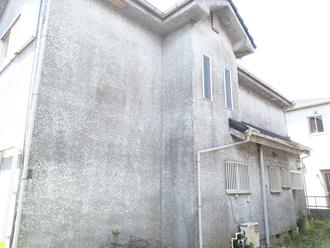 モルタル外壁の汚れが目立ちます