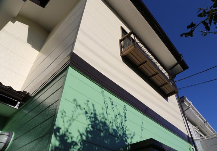 屋根・外壁塗装を終えて爽やかなツートンカラー住宅に仕上がりました