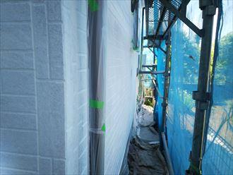 佐倉市江原で行った外壁塗装工事で外壁材と塗料の接着力を高める下塗り