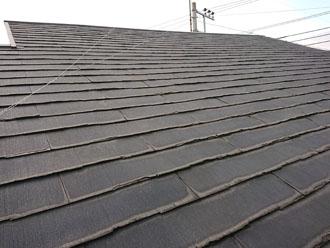 経年劣化で剥がれが見られるパミール屋根 全体