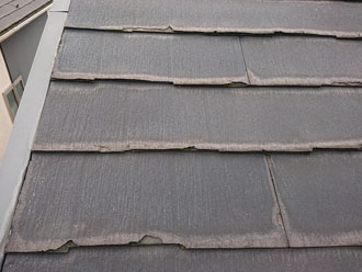 経年劣化で剥がれが見られるパミール屋根 一部分