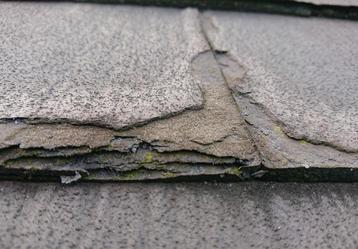 ミルフィーユ状に剥がれてしまっているパミール屋根