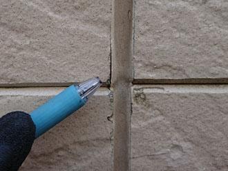 サイディング外壁の目地に若干の隙間