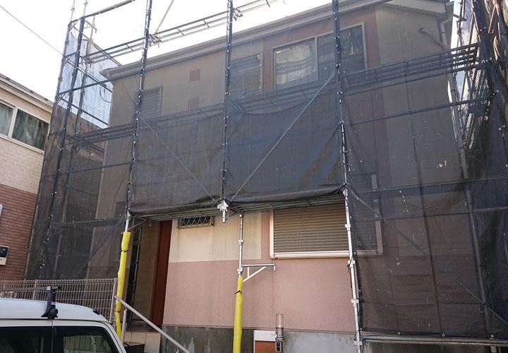 屋根・外壁塗装を検討している住宅 足場設置