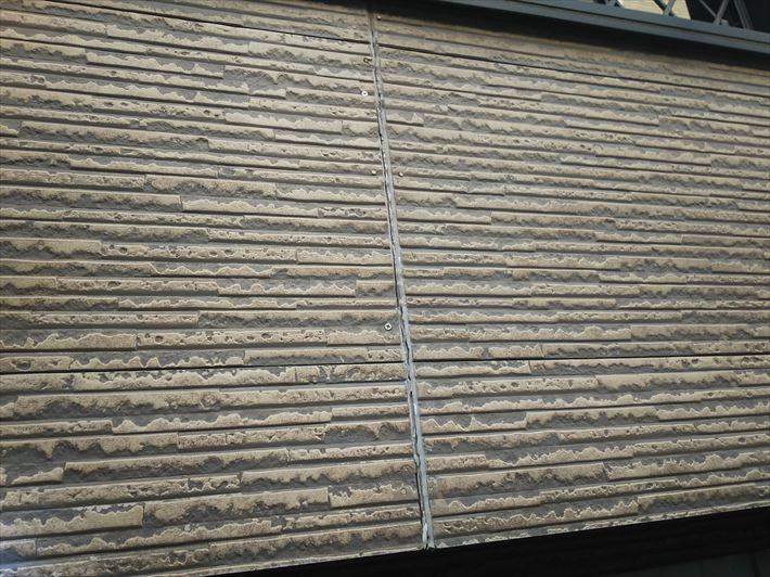 千葉市中央区亀井町にてシーリングにひび割れや剥離が発生しているサイディング外壁の調査