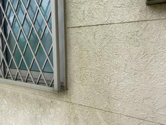 外壁の保護機能が低下し汚れが付着しやすくなっていますので外壁塗装の時期です