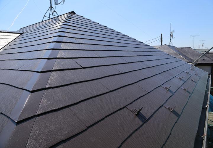 サーモアイSi クールコーヒーブラウンでの屋根塗装が完工したスレート