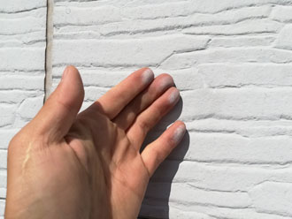 窯業系サイディング外壁にチョーキング現象が発生