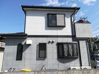 屋根カバー工法と外壁塗装を検討している八千代市の2階建て邸宅