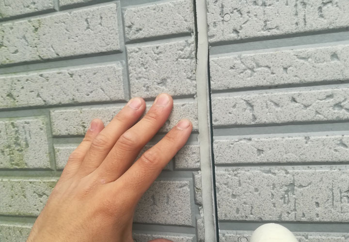 外壁目地のシーリングが経年劣化で剥離