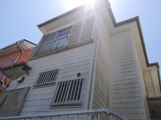スレート屋根塗装を検討している2階建て住宅