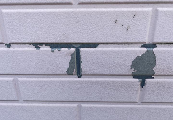 富津市青木でサイディング外壁にはチョーキング現象や塗膜の剥がれ、目地の劣化が見受けられました