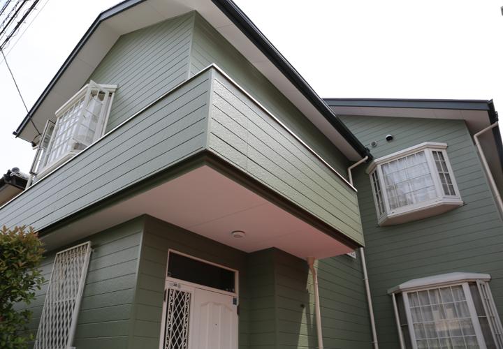 パーフェクトトップ(モスグリーン)で外壁塗装を行った邸宅