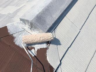 サーモアイシーラーでスレート屋根の下塗り