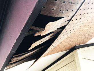 軒天の化粧板の傷み