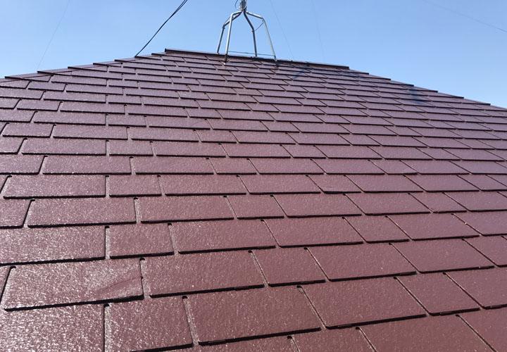 ファイン4Fベスト チョコレートで屋根塗装を行ったコロニアル