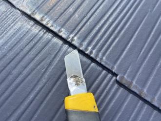 船橋市豊富町にてスレート屋根の縁切り不足、雨漏りする前に縁切り