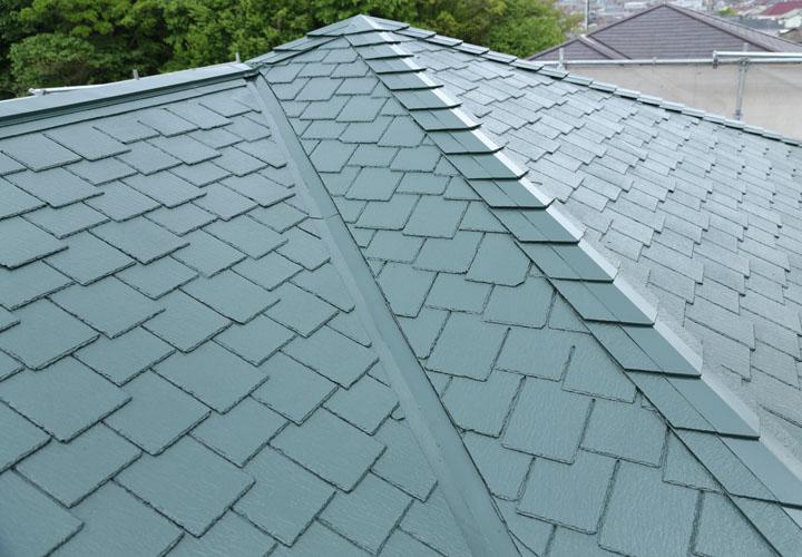 ファインシリコンベスト モスグリーン 屋根塗装完工後のアーバニー屋根