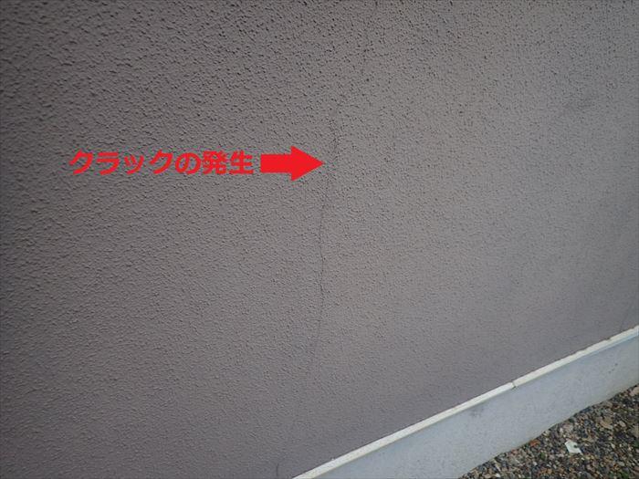 塗装後8年の外壁にクラック発生